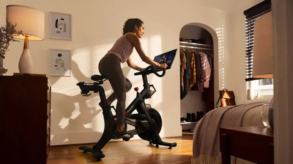 What are the benefits of a recumbent exercise bike